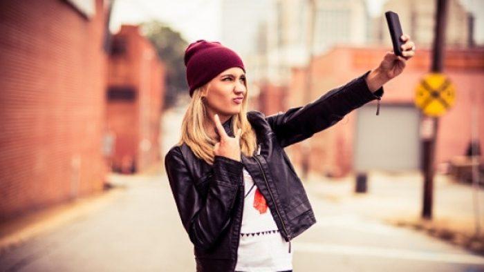 Daftar Handphone Kamera Depan Maksimal Cocok Untuk Selfie